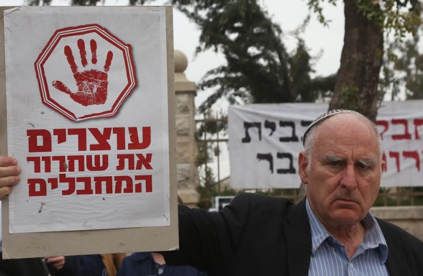 'Stop the release of terrorists', activists's signs say at vigil outside PM's residence in Jerusalem, March 23 (photo credit: MARC ISRAEL SELLEM/THE JERUSALEM POST)