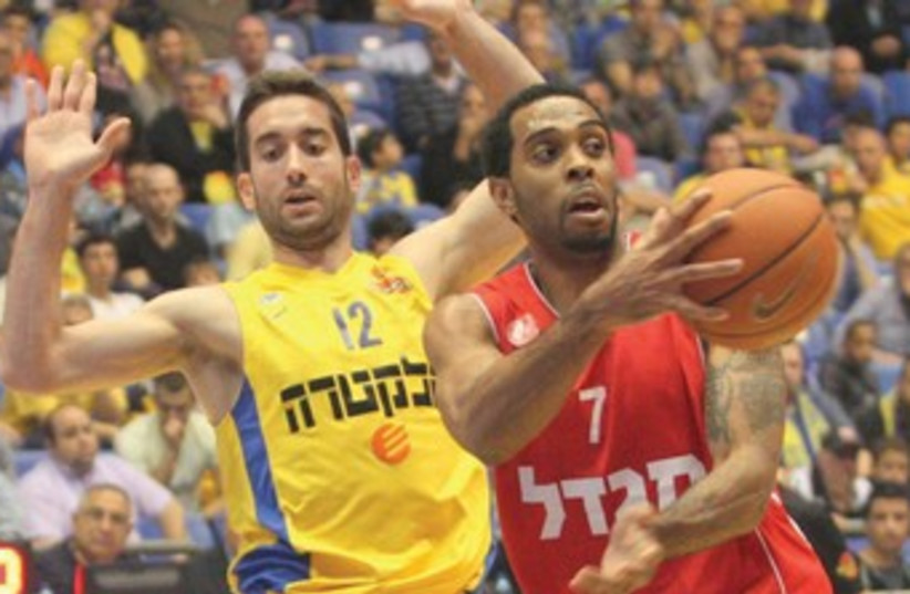 After a superb showing in Hapoel Jerusalem's rout of Maccabi Tel Aviv, Derwin Kitchen (7) hopes to lead the team to the Eurocup semifinals when takes a slim 81-78 aggregate lead into tonight's second leg of the quarterfinals at Nizhny Novgorod. (photo credit: ADI AVISHAI)