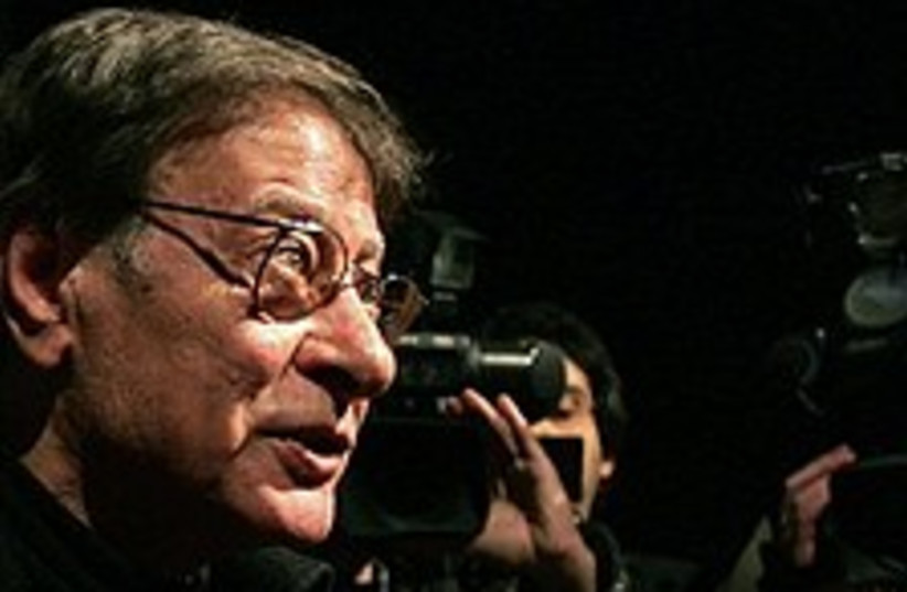 Mahmoud Darwish 224 88 (photo credit: AP)