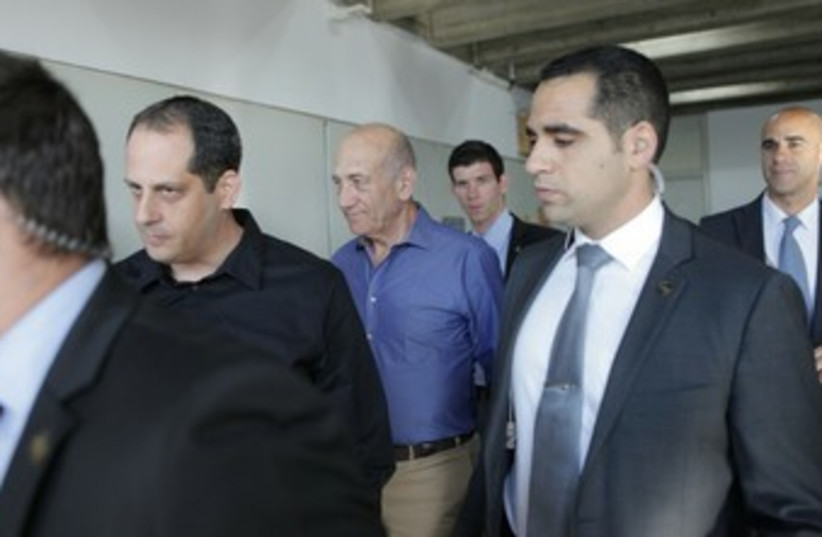 Former prime minister Ehud Olmert enters court prior to conviction in Holyland trial, March 31, 2014 (photo credit: DROR EYNAV/POOL)