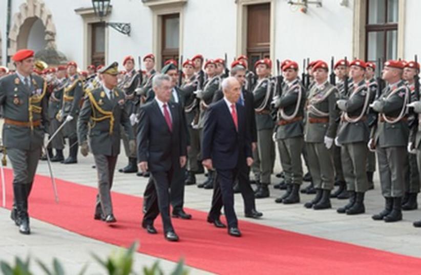 President Shimon Peres on state visit to Austria, March 31 (photo credit: Mark Neiman/GPO)