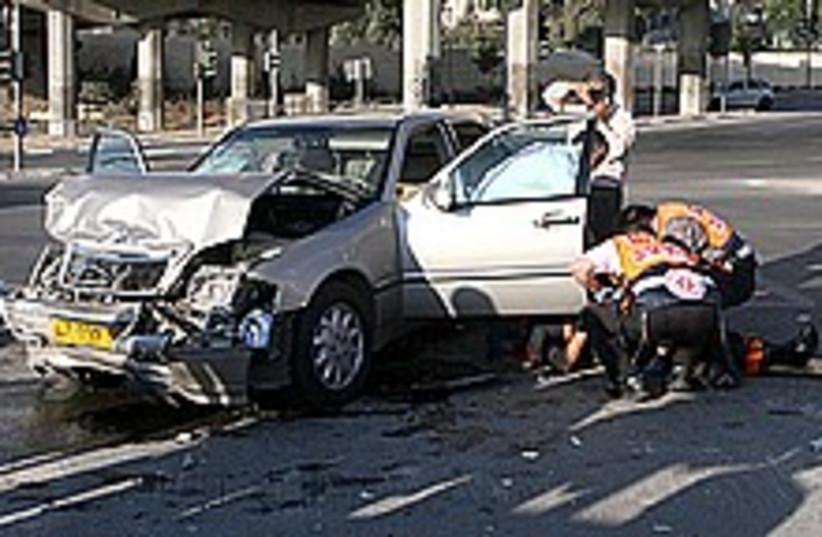 car accident 224 88 aj (photo credit: Ariel Jerozolimski)