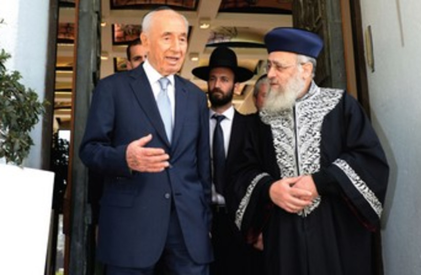PERES and Chief Rabbi Yitzhak Yosef (photo credit: GPO)