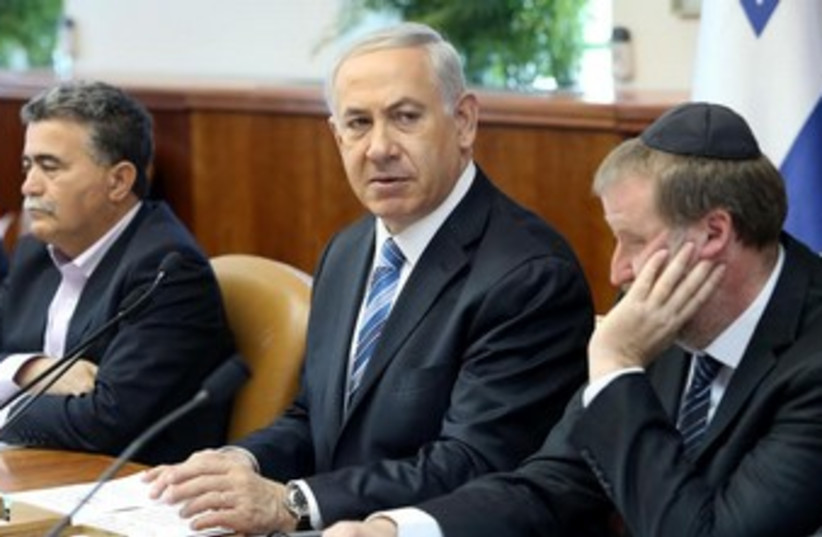 Prime Minister Binyamin Netanyahu speaks to the cabinet, April 6, 2014. (photo credit: AMIT SHABAY/POOL)