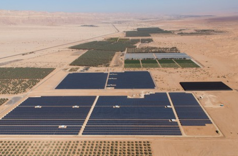 Arava Power's solar power site at Kibbutz Elifaz (photo credit: ITAMAR GRINBERG)