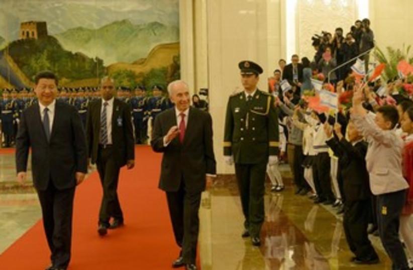 Peres in China (photo credit: AMOS BEN GERSHOM, GPO)