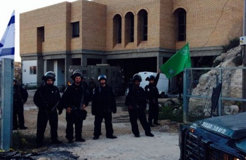 Border Police at Yitzhar, April 11, 2014. (photo credit: IDF SPOKESMAN'S OFFICE)