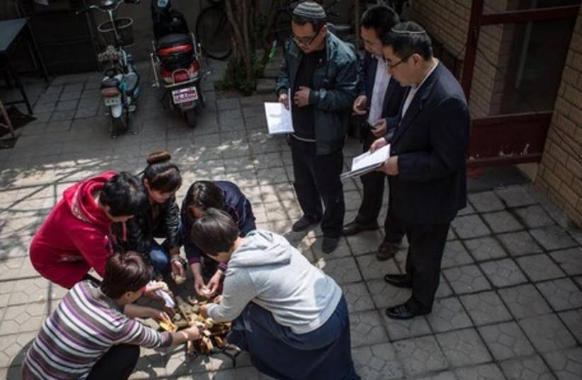 Kaifeng Jews, Burning of unleavened bread (Chametz).  (photo credit: JASON JIA SHUO)