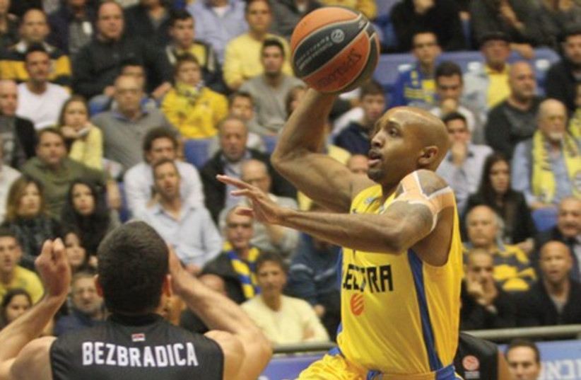 Maccabi Tel Aviv guard Ricky Hickman will be hoping his performance in Game 3 of the Euroleague quarterfinals at Nokia Arena tomorrow, will be similar in standard to his display in Game 1, when he scored 26 points in the victory over Olimpia Milano, than to his nine-point showing in the Game 2 defea (photo credit: ADI AVISHAI)