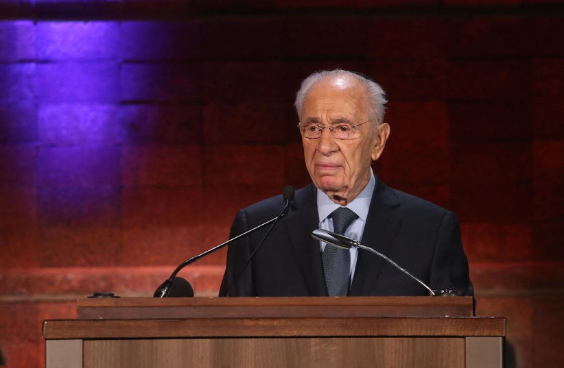 President Shimon Peres speaks at Yad Vashem to mark Holocaust Remembrance Day, April 27, 2014. (photo credit: MARC ISRAEL SELLEM/THE JERUSALEM POST)