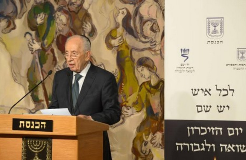 Peres  at  Holocaust Rememberance Day (photo credit: GPO)