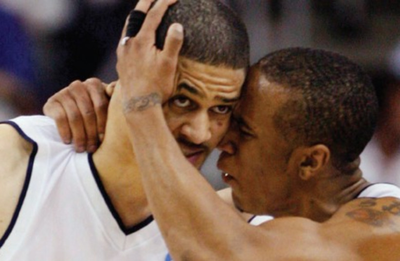 CLOSE FRIENDS since they were teammates as Xavier Musketeers in the NCAA from 2005-08, Josh Duncan (left) and Stanley Burrell (right) both now ply their trade for Israel basketball clubs in the BSL, Duncan with Hapoel Jerusalem and Burrell with Bnei Herzliya. (photo credit: REUTERS)