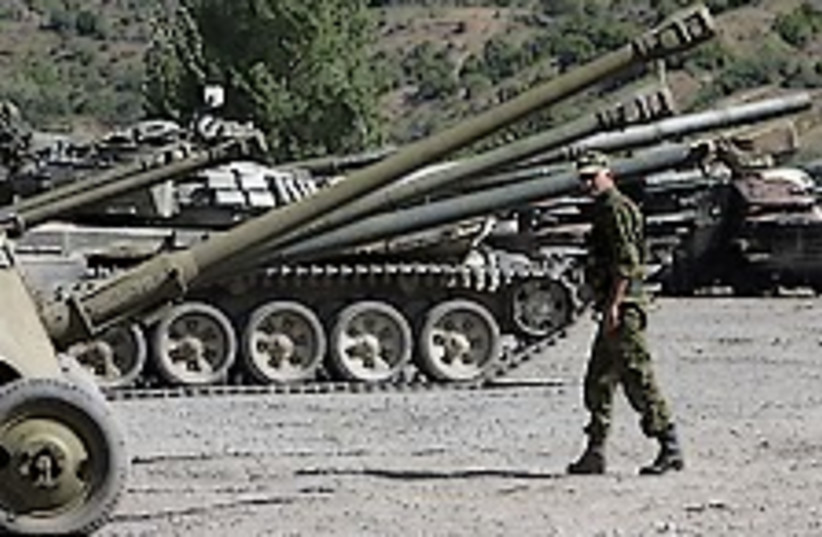 Russian inspects tanks 224.88 (photo credit: AP)