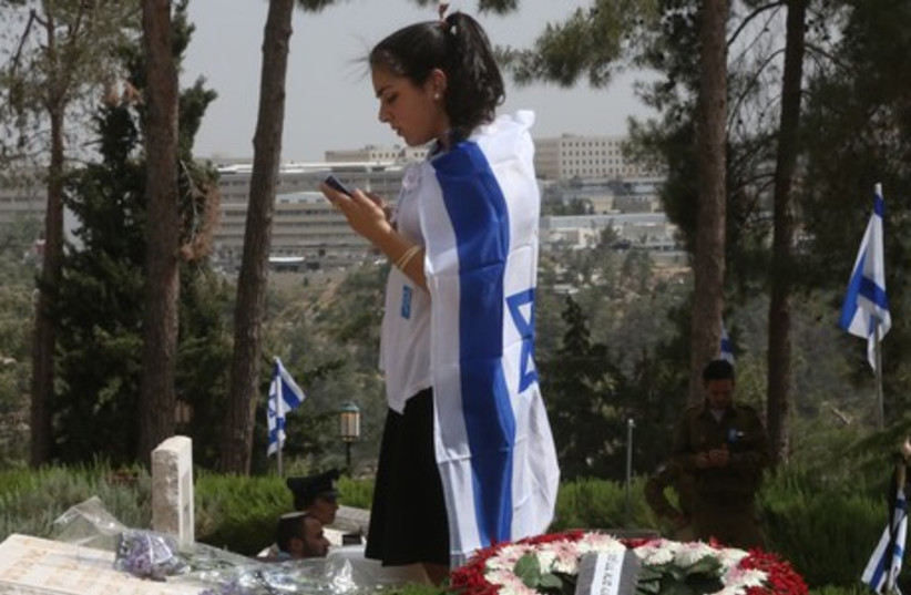 Girl with Israeli flag, Remembrance Day May 5, 2014. (photo credit: MARC ISRAEL SELLEM/THE JERUSALEM POST)