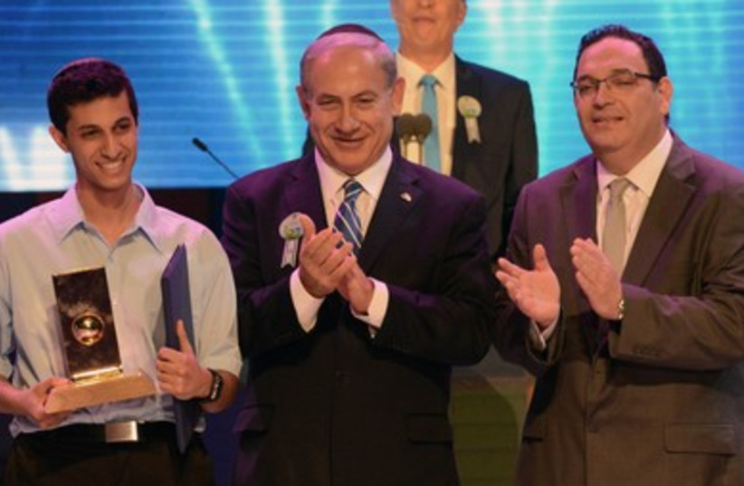 Education Minister Shai Piron (R), Prime Minister Binyamin Netanyahu, and Eitan Amos, the winner of the International Bible Contest in Jerusalem. (photo credit: KOBI GIDEON/GPO)
