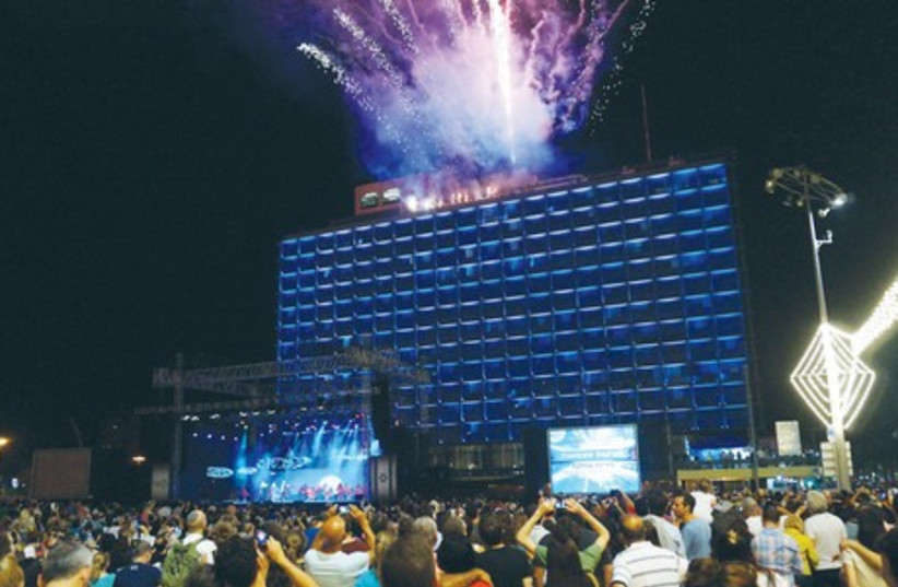 Independence Day festivities in Kikar Rabin, Tel Aviv (photo credit: EMILY TAUBENBLATT)
