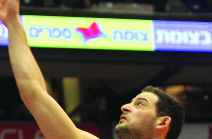 Hapoel Gilboa/Galil forward Amit Simhon in action last night. (photo credit: ADI AVISHAI)