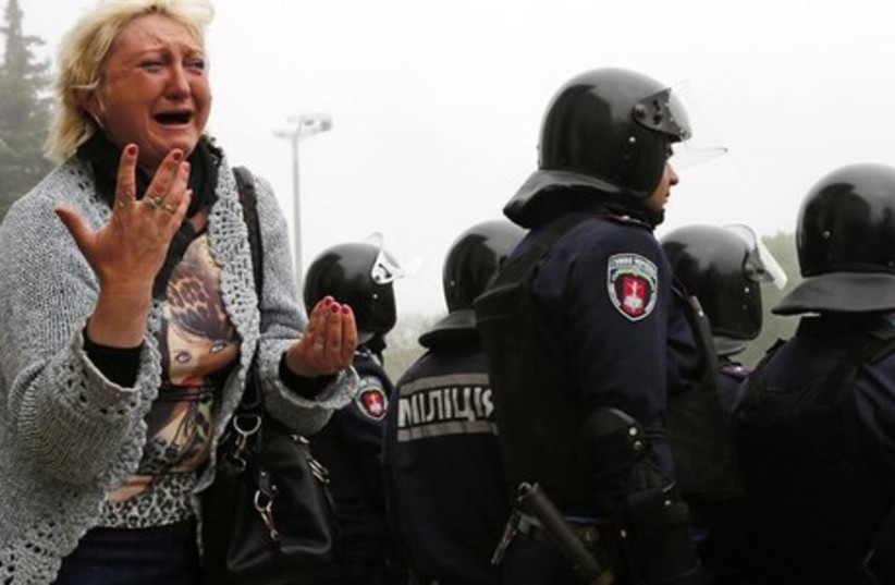 A woman reacts outside a trade union building, where a deadly fire occurred, during a rally in Odessa, May 3, 2014. (photo credit: REUTERS)
