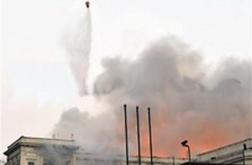 eGYPT PARLIAMENT burning 224.88 (photo credit: AP)