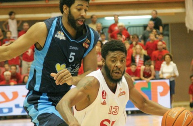 Hapoel Tel Aviv guard Vincent Council (right) and Hapoel Eilat's Christian Watford (left) will battle once more tonight down south in Game 4 of their teams' BSL quarterfinal playoff series (photo credit: ADI AVISHAI)
