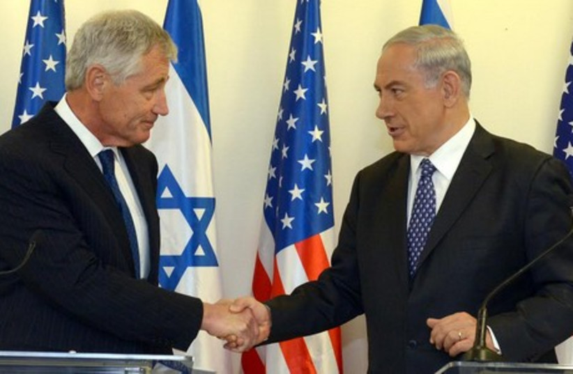 Prime Minister Binyamin Netanyahu (R) holds a joint press briefing with US Secretary of Defense Chuck Hagel in Jerusalem, May 16, 2014. (photo credit: HAIM TZACH/GPO)