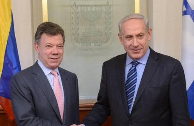 Prime Minister Binyamin Netanyahu (R) and Colombian President Juan Manuel Santos (L). (photo credit: AMOS BEN GERSHOM, GPO)