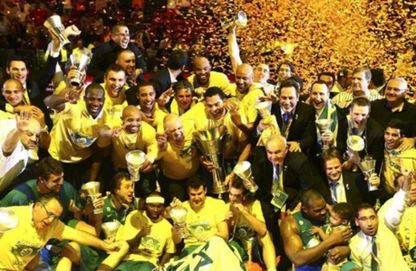 Maccabi Tel Aviv players celebrate after winning the Euroleague Final Four final basketball game against Real Madrid, in Milan May 18, 2014. (photo credit: REUTERS)