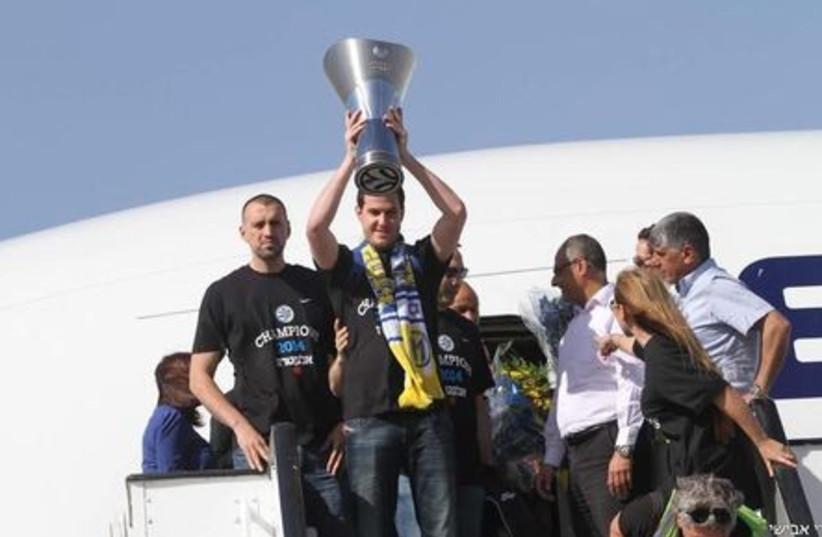 Maccabi Tel Aviv lands in Israel after claiming European title (photo credit: ADI AVISHAI)