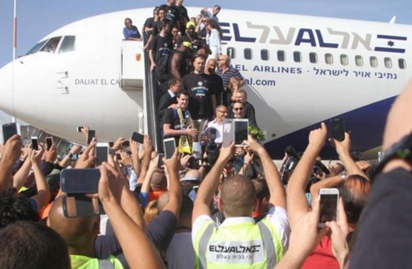 Maccabi Tel Aviv arrives in Israel (photo credit: ADI AVISHAI)