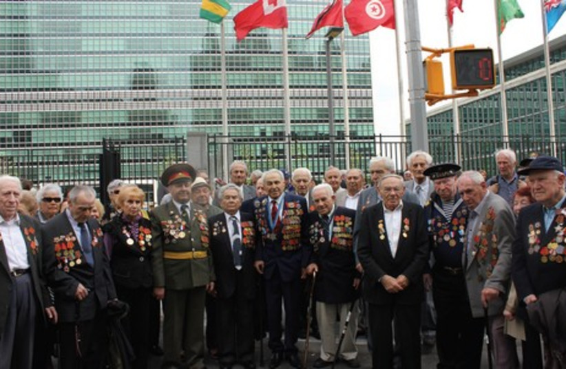 Russian-speaknig Jewish World War II veterans gather with their families at the United Nations on Wednesday to commemorate Russia's Victory Day. (photo credit: MAYA SHWAYDER)