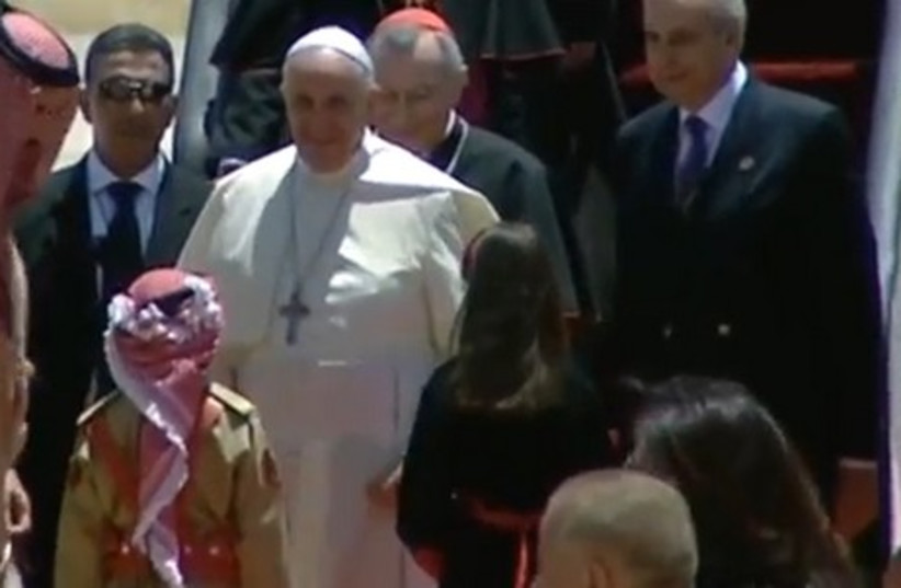 Pope Francis arrives in Amman on the first stop of a three-day Middle East visit, May 24, 2014. (photo credit: screenshot)