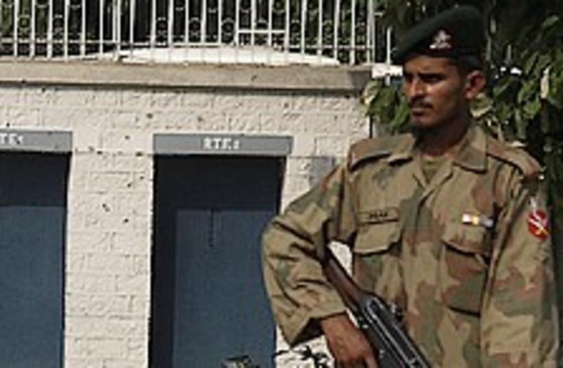 pakistan bombing soldier 224.88 (photo credit: AP)