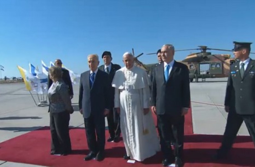 Pope arrives at Ben-Gurion Airport (photo credit: screenshot)