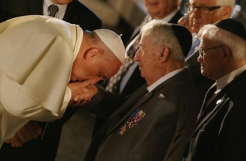 Pope kisses hand of Holocaust survivor at Yad Vashem (photo credit: POOL)
