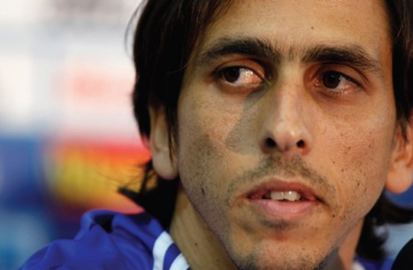 Israel Captain Yossi Benayoun is set to break the national team appearance record of 94 tonight when the blue-and-white visits Mexico in an international friendly. (photo credit: REUTERS)