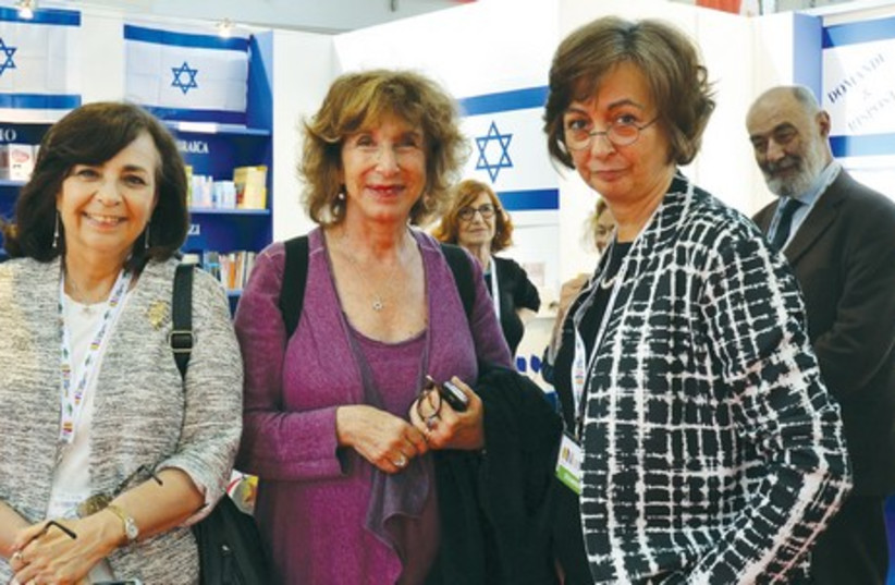 AUTHOR NAOMI Ragen stands with member of Italian Parliament Fiamma Nirenstein and Prof. Elana Loewenthal at the Luxembourg bookstore in Turin. (photo credit: Courtesy)