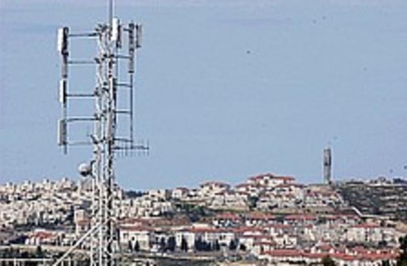 cell antenna 298 (photo credit: Ariel Jerozolimski)
