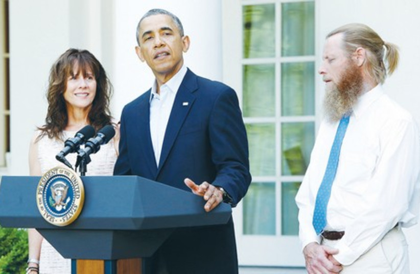 President Barack Obama stands with Bob Bergdahl and Jami Bergdahl, the parents of Army Sgt. Bowe Bergdahl, on Saturday outside the White House.  (photo credit: JONATHAN ERNST,REUTERS)