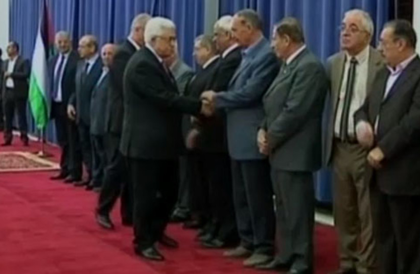 Abu Mazen swears in unity government (photo credit: REUTERS)