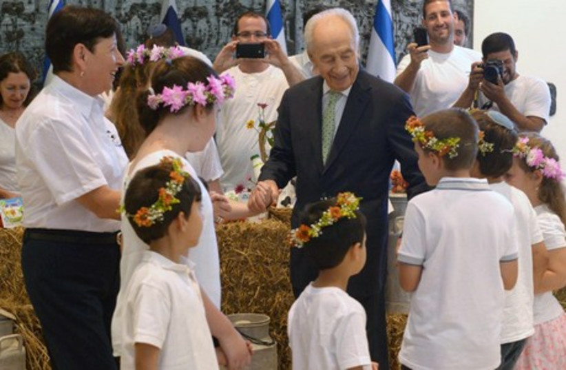 President Peres at his residence during Shavuot (photo credit: Mark Neiman/GPO)