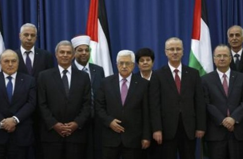 Swearing-in ceremony of the Palestinian unity government, in Ramallah, June 2, 2014. (photo credit: REUTERS)