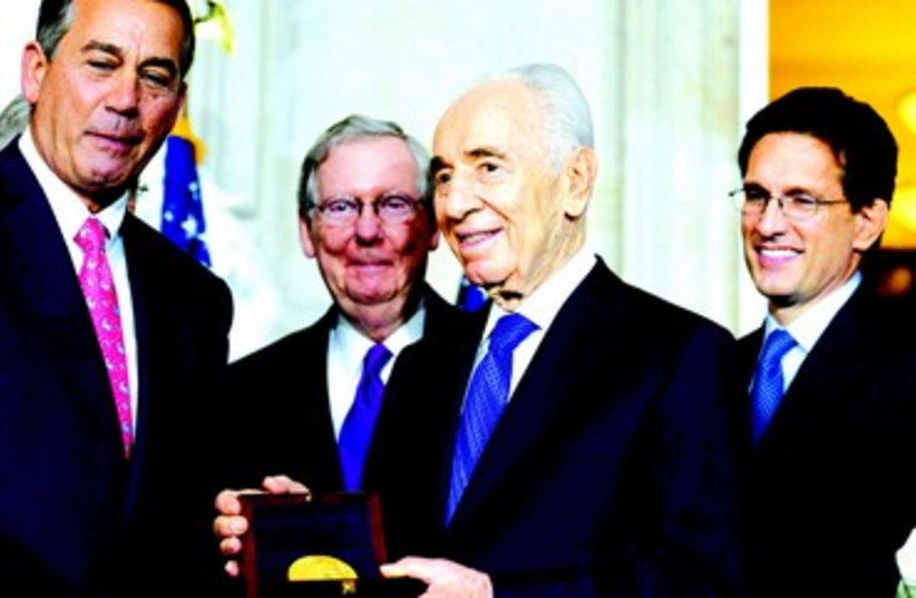 Shimon Peres honoré (photo credit: KOBI GIDEON/GPO)