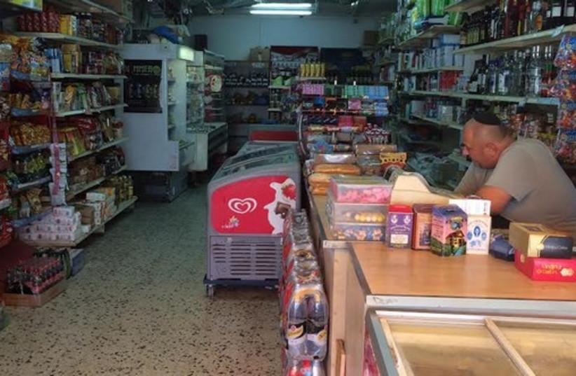 Kiosk in Ashkelon. (photo credit: Lahav Harkov)