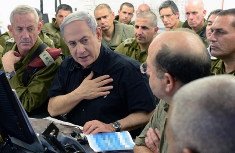 PM Netanyahu, Ya'alon and Gantz in the South (photo credit: KOBI GIDEON/GPO)