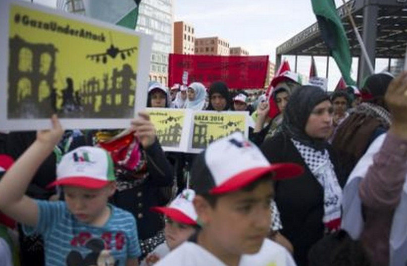 Women and children attend a demonstration supporting the Palestinians, in Berlin July 22, 2014. (photo credit: REUTERS)