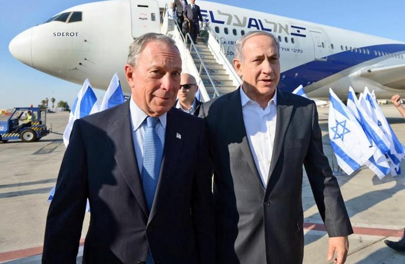 Prime Minister Binyamin Netanyahu greets former New York mayor Michael Bloomberg at Ben-Gurion Airport, July 23, 2014. (photo credit: HAIM ZACH/GPO)
