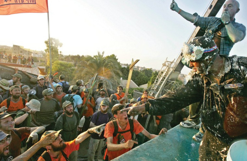 OPPONENTS OF the disengagement plan from Gaza confront Border Police at the synagogue in the settlement of Kfar Darom in August 2005. (photo credit: REUTERS)