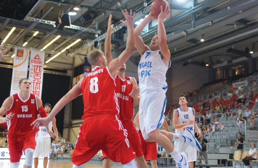 The Israel national team will be counting on guard Gal Mekel to step up when the blue-and-white faces Montenegro in its first EuroBasket 2015 qualifier in Nicosia, Cyprus. (photo credit: ISRAEL BASKETBALL ASSOCIATION)