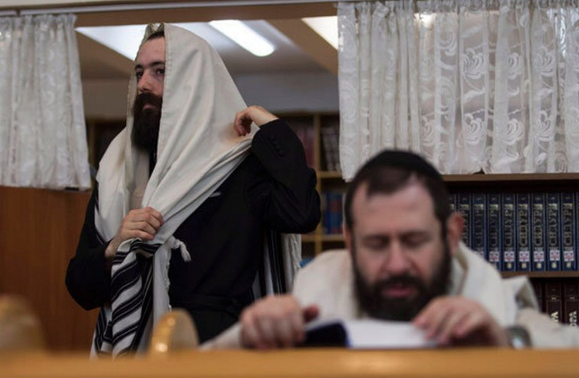 Jews in the Ukrainian town of Donetsk. (photo credit: REUTERS)