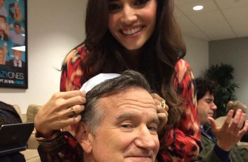 """Robin Williams wearing a yarmulke, on the set of """"The Crazy Ones. (photo credit: ROBIN WILLIAMS TWITTER ACCOUNT)"""